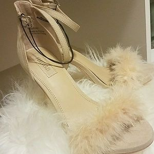 Suede feather band stiletto shoe